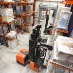 Entrepôt allées étroites avec tridirectionnel filo-guidé